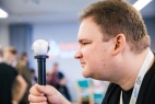 Rundumblick mit der 360-Grad-Kamera: Wolfgang Loest, zuständig für Social Media in der Lippischen Landeskirche, stellt neue Technik vor.