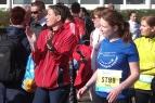 Wer später zu laufen hat, kann zunächst die anderen Staffelläufer anfeuern.