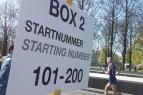 Damit sich die Teilnehmenden an den Wechselstellen überhaupt finden, gibt es verschiedene Boxen, sortiert nach den Startnummern der Staffeln.