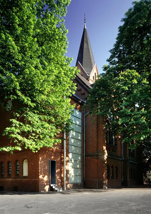 """1903 im historistischen Stil fertig gestellt, in den 50er Jahren """"purifiziert"""": die Johanneskirche heute von außen."""