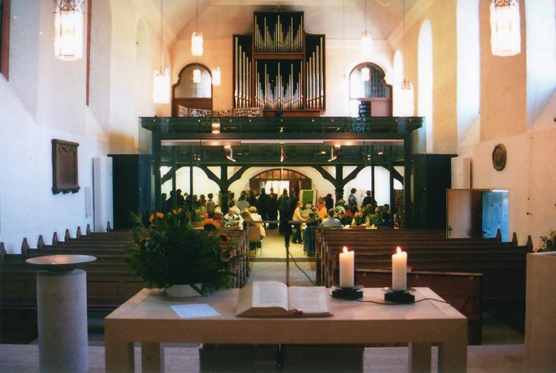 Der Kubus kann geöffnet werden - zum Beispiel für große Gottesdienste.