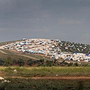 Flüchtlingslager mit syrischen Bürgerkriegsflüchtlingen auf der syrischen Seite, unweit der türkischen Grenze. Die Diakonie Katastrophenhilfe hilft den Flüchtlingsfamilien.