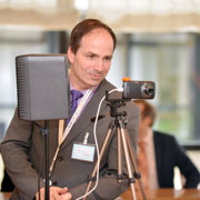 Dank Übertragung konnten Journalistinnen und Journalisten die Pressekonferenz auch im Internet verfolgen.