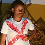"""Theaterspielen gegen Gewalt: Die Gruppe Badilika (Wandel) aus Ruanda ist eines der Beispiele für Versöhnungsprojekte, die die Aktion """"Ruandas Zukunft braucht Versöhnung"""" fördert."""