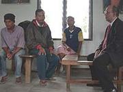 Der Präses besucht Häftlinge in Indonesien: Auch das gehört zur Menschnrechtsarbeit der rheinischen Kirche.
