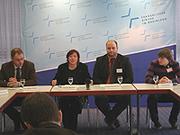 Stellten den Jugendbericht 2010 vor: Dr. Stefan Drubel, Simone Mechels, Thomas, Weckbecker und Tim Polick (v.l.)
