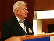 Falscher Glanz der Globalisierung: Dr. Pál Huszár.