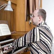 Thomas Frerichs ist Kantor, das Orgelspiel eines der Felder, wie er die Kirchenmusik in seiner Gemeinde pflegt und unterstützt.