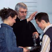 Taufe im Konfirmationsgottesdienst.