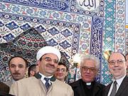 Präses Nikolaus Schneider (r.) zu Besuch in einer Duisburger Moschee: Die rheinische Kirche wird den Dialog mit dem Islam fortführen, beschloss jetzt die Landessynode.