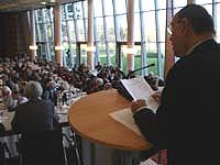 """...erstattet der Landessynode den """"Bericht über die für die Kirche bedeutsamen Ereignisse""""."""