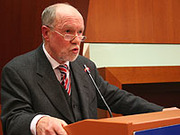 Professor Volker Wittmütz referierte vor den Synodalen über die Geschichte der Evangelischen Kirche im Rheinland.