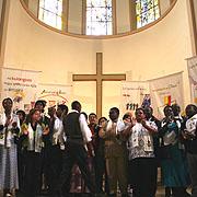 Die ökumenischen Gäste des Kirchenkreises Essen beim Dekade-Abschlussgottesdienst in der Kreuzeskirche in Essen.