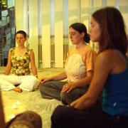 Meditation in der Sandkapelle der ESG an der Universität Köln.
