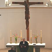Präses Nikolaus Schneider entpflichtet Oberkirchenrat Jürgen Dembek.