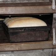 Besuch in der Karpato-Ukraine: Das Brot wird für Notleidende gebacken.