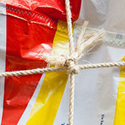 Detailbild von den zusammengefügten Tüten.