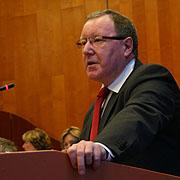 Grußwort an der Landessynode: Vizepräsident Albert Henz von der Evangelischen Kirche von Westfalen.
