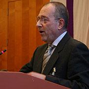 Professor Daniele Garrone vor der Landessynode.