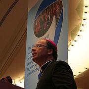Premiere: Bischof Dr. Stephan Ackermann hält die Andacht auf der rheinischen Landessynode.