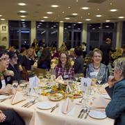 Rheinisches Frauenmahl in Düsseldorf 2011, u.a. mit der stellvertretenden NRW-Ministerpräsidentin Sylvia Löhrmann (r.).