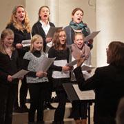 Die Jugendkantorei Kaiserswerth bei der Vorführung der neuen Tauflieder.