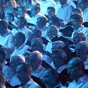 Der Chor wirkte wie eine weiße Wand.