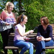 Milena und Carla befragen Pfarrerin Dr. Anna Quaas zum Reformationsjubiläum.