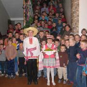 Für Helferinnen und Helfer aus Deutschland gibt es im Internat eine feierliche Begrüßung.