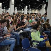 Die Halle des Jugendfestivals war voll besetzt.
