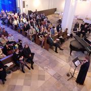 Mehr als 200 Gäste aller Altersstufen kamen zum Einführungsgottesdienst von Projektleiterin und Pfarrerin Rebecca John Klug.