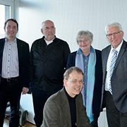 Bereiten die Aufführung vor (v.l.): Dr. Martin Bock, Eckhardt Kruse-Seiler, Hannelore Bartscherer, Rolf Domning und Thomas Neuhoff (sitzend).