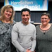 Aus dem Begegnungszentrum in Meerbusch: Bettina (l.), Farid und Sylvia