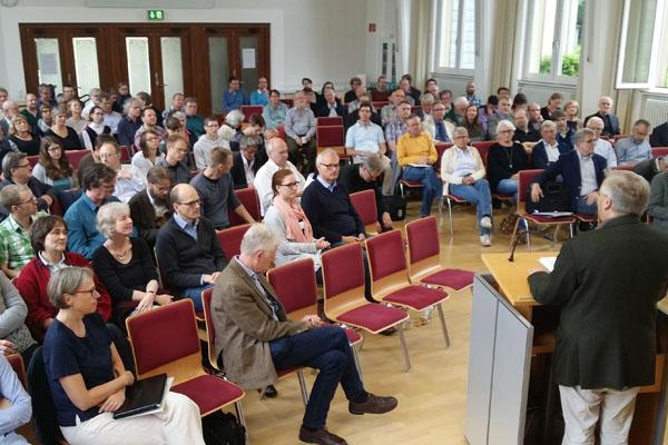 Mehr als 150 Teilnehmende kamen zum Studientag 'Christliches Glaubenszeugnis in der Begegnung mit Muslimen' nach Wuppertal.