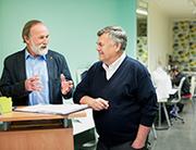 Jedes Mitglied der Genossenschaft hat eine Stimme: Das Mitbestimmungsprinzip ist den Gründern Horst Manja (l.) und Rainer Tyrakowski-Freese wichtig.