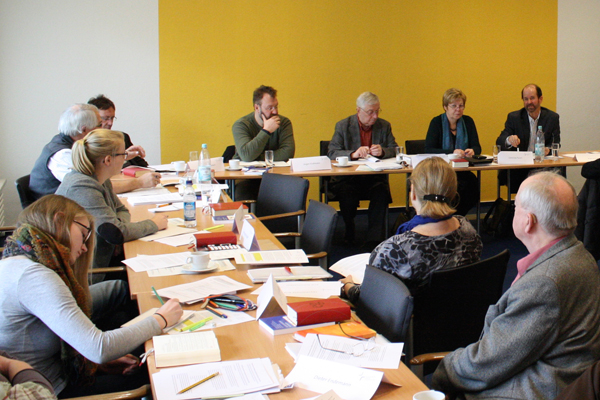Die rund 40 Teilnehmerinnen und Teilnehmer an dem Bonner Treffen erarbeiteten Ideen, wie die rheinische Kirche sich zu einer Kirche des gerechten Friedens entwickeln könnte.