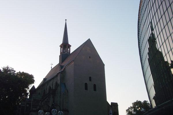 Das Stadtführungsprogramm der evangelischen Antoniterkirche in Köln bietet einen Vielfalt an Führungen mit verschiedenen Schwerpunkten.