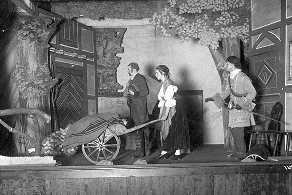 Die Evangelische Bühnengilde Koblenz – hier ein Foto einer Aufführung – prägte das Gemeindeleben während der Weimarer Republik maßgeblich. Eine Online-Ausstellung des Archivs skizziert ihr Schaffen.  Foto: Archiv der evangelischen Kirche im Rheinland, Sig