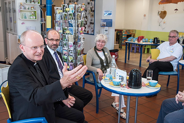 Essens Bischof Overbeck (v.l.) und Präses Rekowski besuchen des Kirchenzentrum im Centro in Oberhausen