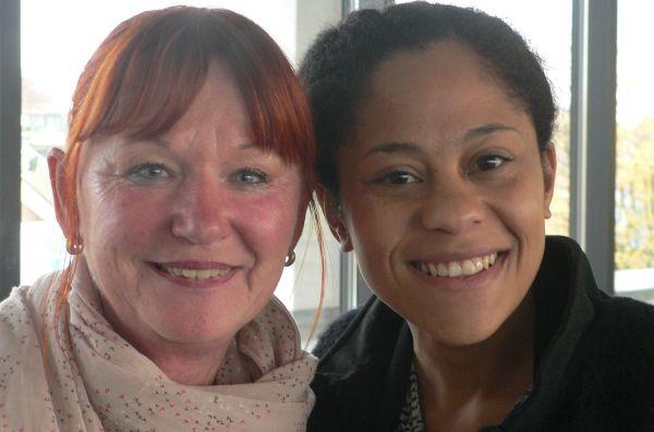 Bärbel Beuermann (links) und Tania Ectors von der Diakonie Solingen