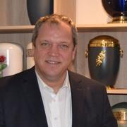 Menschen wollen ihre Angehörigen entlasten, weiß Bestatter Markus Lang.