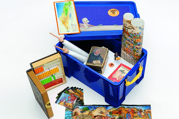 Die Bibelbox lädt dazu ein, die Bibel spielerisch (wieder) zu entdecken.