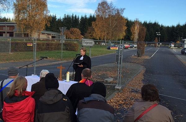 Büchel sei ein Ort, an dem man sich auskenne mit gewaltfreiem, fantasievollem Widerstand, sagte Landeskirchenrätin Busch in ihrer Predigt.