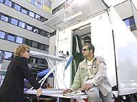 Technik vorm Landeskirchenamt: Im September 2004 drehte das Team in Düsseldorf.