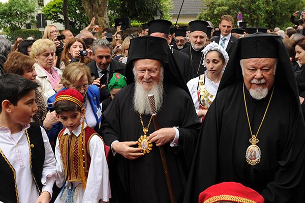 Metropolit Augoustinos gemeinsam unterwegs mit dem Vorsitzenden des Panorthodoxen Konzils Patriarch Bartholomaios.