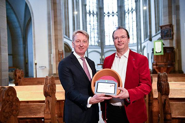 Dr. Ekkehard Thiesler, Vorstandsvorsitzender der Bank für Kirche und Diakonie, und Pfarrer Martin Winterberg, Evangelischen Kirchengemeinde Alt-Duisburg