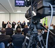 Eröffnungsdiskussion beim Raiffeisen-Kongress