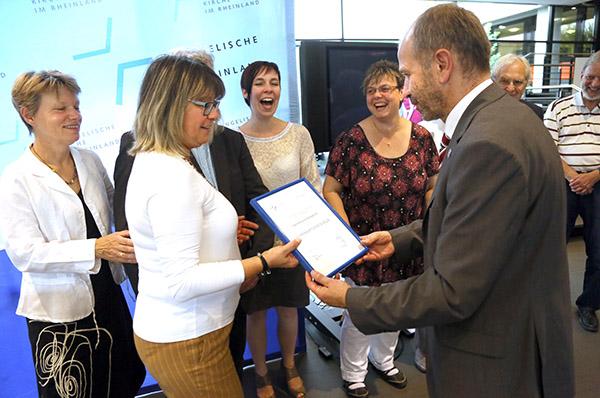Ehrenamtler aus Kempenich erhalten einen der drei Ehrenamtspreise 2014 für ihr Projekt Kirchenscheune.