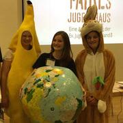 Mit Plüschohr und gelbem Kostüm werben Jugendliche in Wesel für fairen Handel. Ein Grund für die Auszeichnung.
