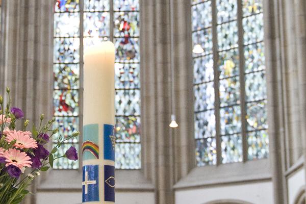Gedenkkerze in der Duisburger Salvatorkirche